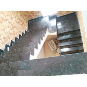 Đá cầu thang Granit xà cừ